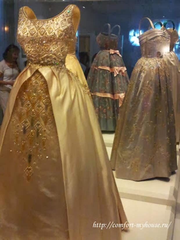 Королевская вышивка на сетке