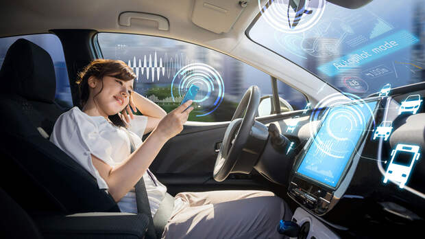 Huawei показала в действии превосходство своего автопилота над Tesla