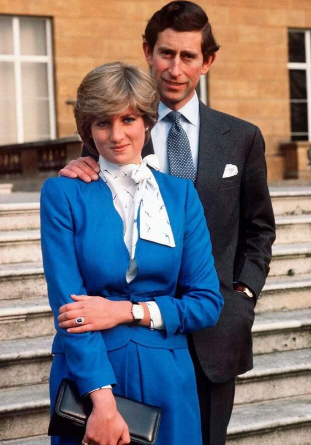 Есть что-то очень странное в снимках Чарльза и Дианы, на что до сих пор не обращали внимание