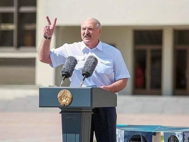 «Лукашенко ищет способы удержаться у власти— в ход идет все»: эксперт оценил последние решения белорусского лидера