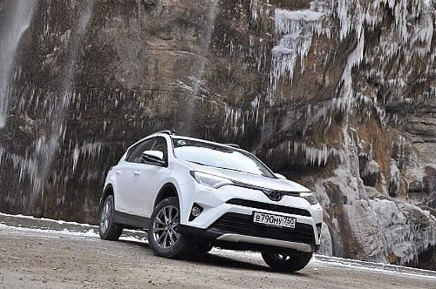 Оператив ЗР: взбираемся на Эльбрус на обновленном кроссовере Toyota RAV4