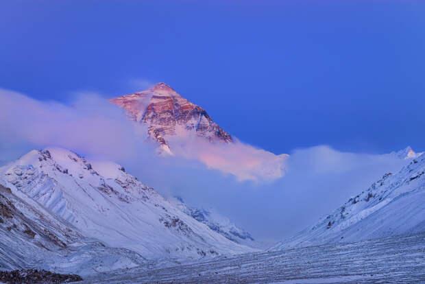 Эверест: 15 величественных фотографий самой высокой горы на Земле
