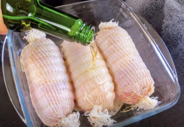Залили маринадом куриные рулеты: едим вместо надоевшей колбасы