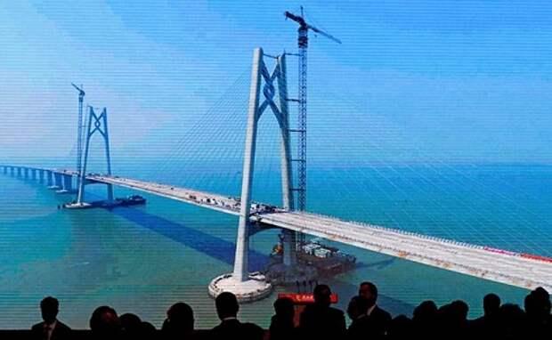 Мега-мост Китая: 420 тыс. тонн стали, подводный тоннель и 55 км пути