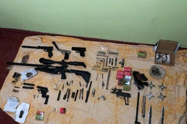 Севастопольский токарь изготовил на работе длинноствольное оружие и два пистолета