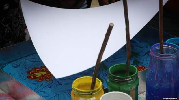 Приморье: первоклассникам задали нарисовать предвыборную листовку