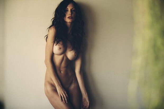 Откровенные фотографии красивых девушек с роскошными формами