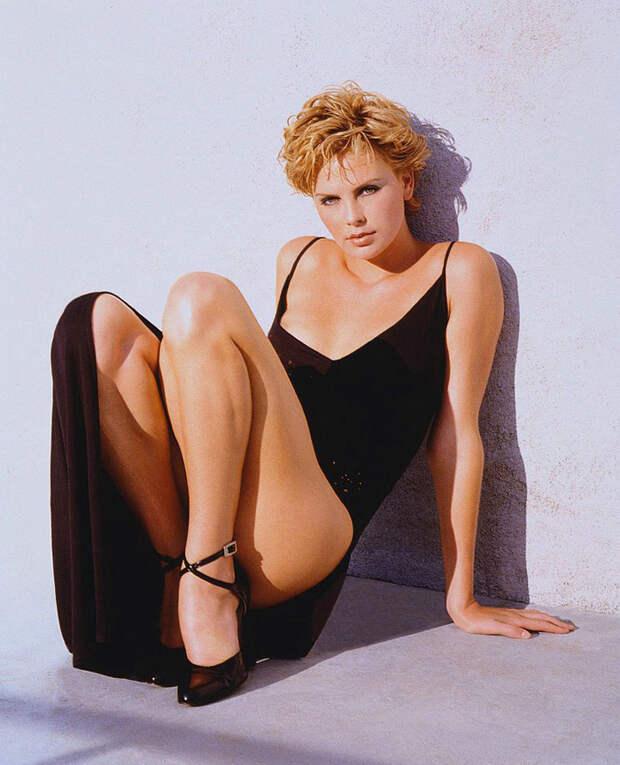 Шарлиз Терон (Charlize Theron) в фотосессии Ланса Стэдлера (Lance Staedler) (1997), фото 4