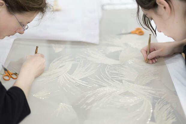 Вышивальщицы Lesage за работой © lejournalflou.com