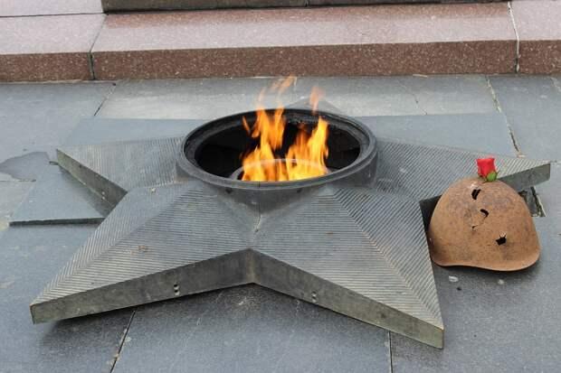 Дети потушили снегом Вечный огонь в Оренбурге: их матери грозит штраф
