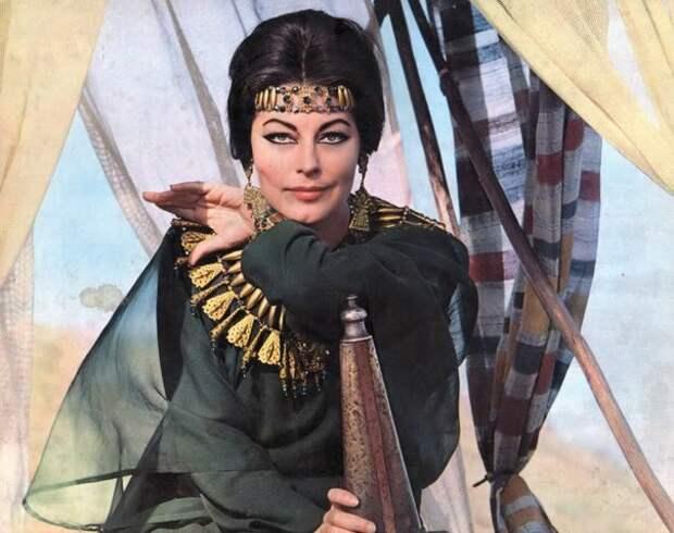Легенды мирового кино в образе восточных красавиц.
