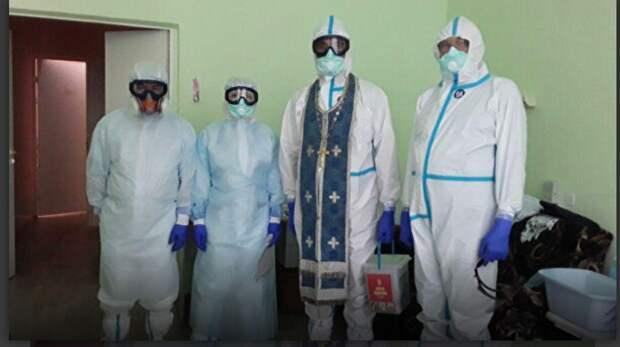 Кубанским священникам выдали специальные противоковидные рясы.