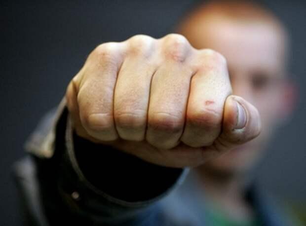 В Киеве пьяные неонацисты избили священника (ФОТО)