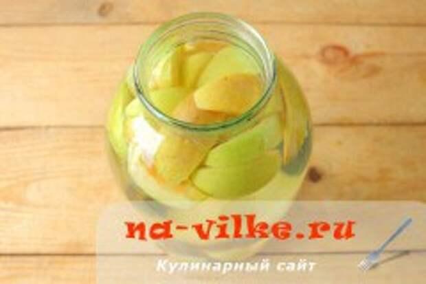 Компот из винограда с яблоком и грушей
