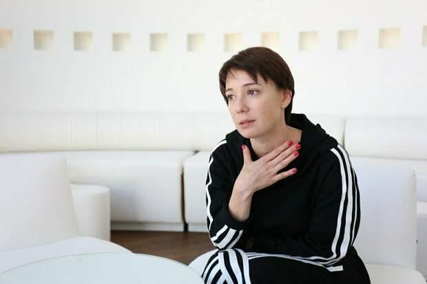«Поехала бы я спасать детей на Донбасс? Не знаю. Не знаю…», - дилемма Чулпан Хаматовой…