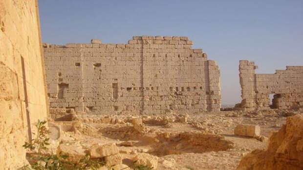 Южная сторона храма Осириса и Исиды в Тапосирис Магна.