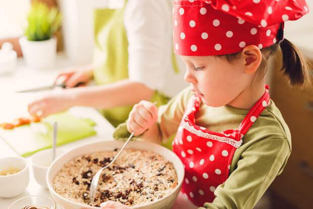 Как отучить ребенка от лишнего сладкого: мнение специалистов