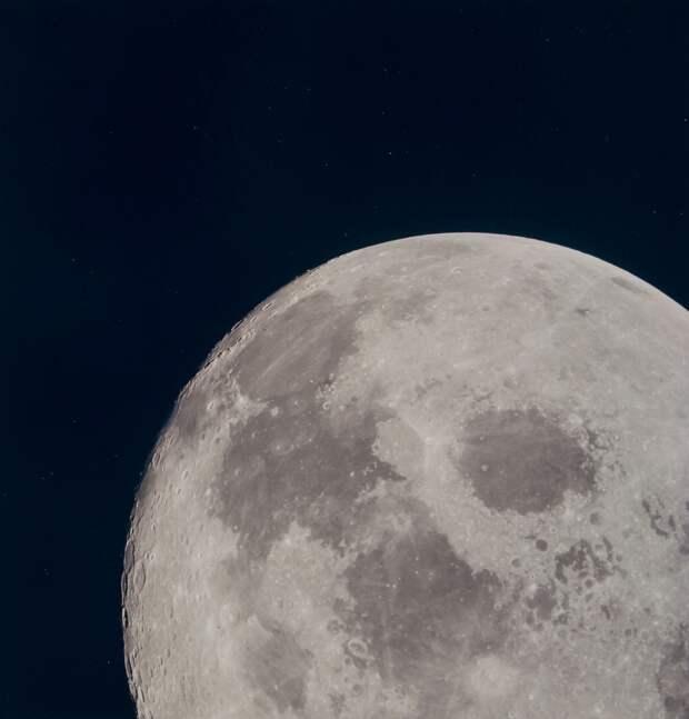 1969. май. Сразу после перехода на траекторию полёта к Земле астронавты провели сеанс цветного телевидения длительностью 53 минуты, в ходе которого показывалась постепенно удаляющаяся Луна. Некоторое время была видна обратная сторона Луны