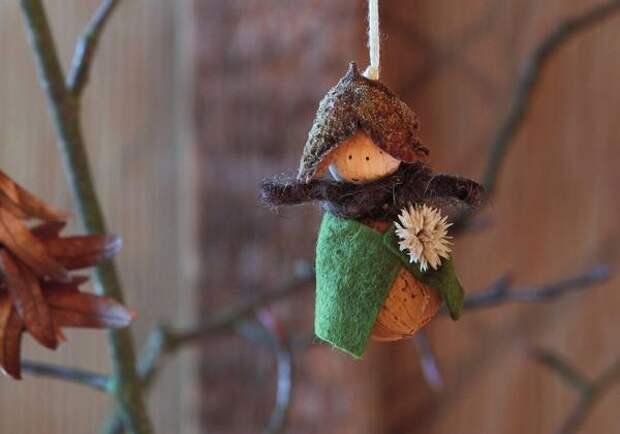 Для туловища лесного гномика выбрали миндальный орех.