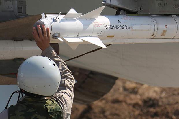 """Российская ракета Р-73 под крылом истребителя Су-30СМ на авиабазе """"Хмеймим"""". ТАСС"""