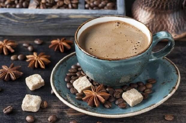 Кофе со специями, Марокко. Смесь специй: семечек кунжута, черного перца и мускатного ореха перемалывается с кофейными зёрнами, и получается очень ароматный напиток.