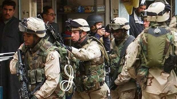 Солдаты ворвались в здание аквапарка, разворотили декоративную стенку и начали приставать к посетителям и персоналу.