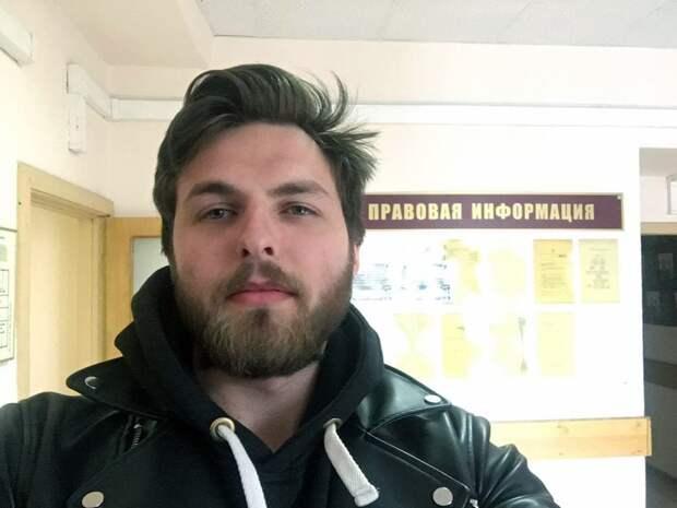 Корреспондента «Дождя» задержали после несогласованной акции за Навального