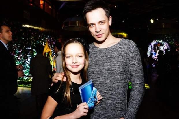 Александр Асташенок определился с голливудской школой для дочери