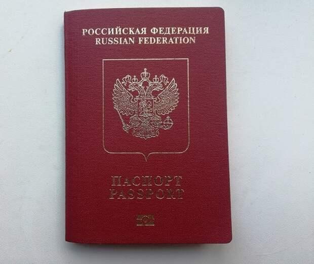 МВД предложило изымать загранпаспорта у невыездных россиян