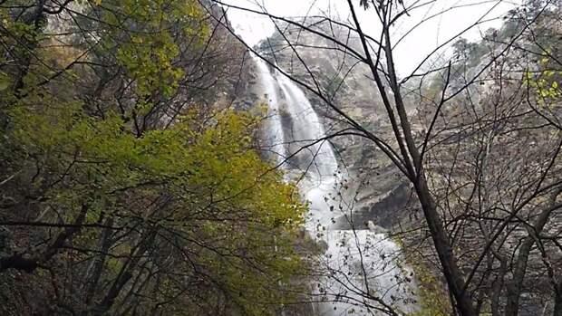 Высочайший водопад Крыма набрал максимальную силу из-за обильных дождей