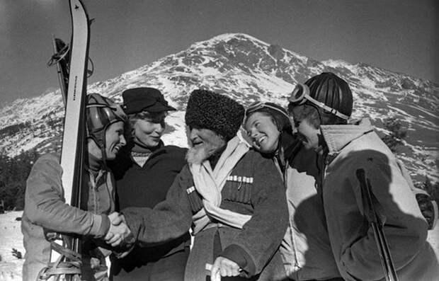 Стихотворное посвящение человеку, который поднялся на Эльбрус 209 раз и встретил там 110-летие