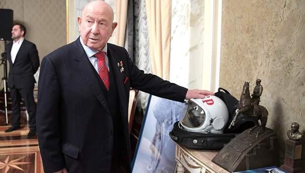 «Леонов не умер. Он вышел в космос»: соцсети восхищаются легендарным космонавтом
