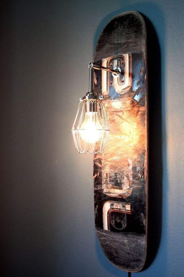 Стильная лампа из скейта