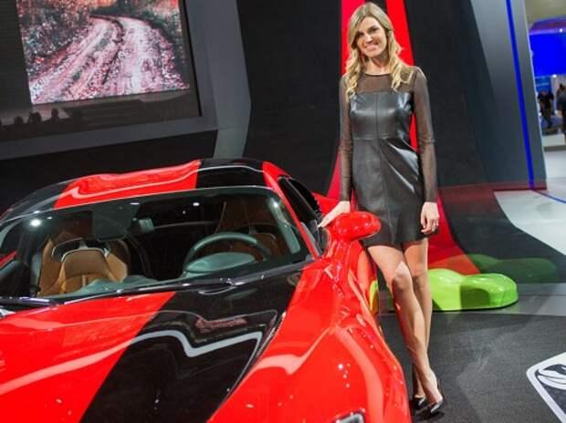 Девушки-модели на автосалоне в Детройте зарабатывают до 1000 долларов в день
