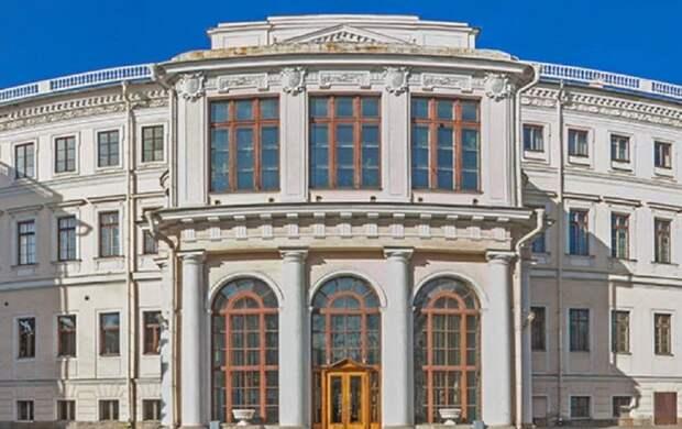 Фасад Аничкова дворца в Петербурге ждет реставрация
