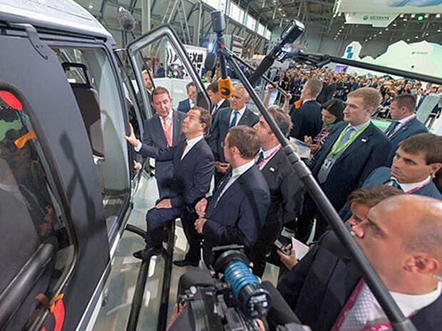 У Ансата становится все больше приверженцев. Премьер-министр РФ Дмитрий Медведев недавно заявил, что готов летать на этом вертолете