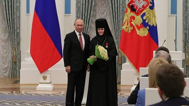 Российскую монахиню благословили продать Merсedes