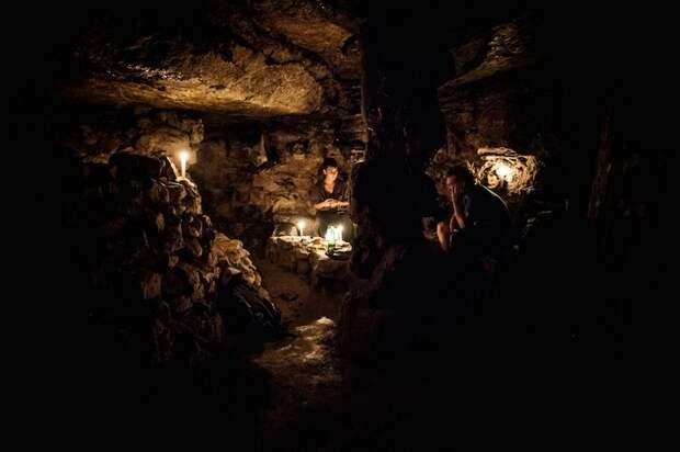 Катафилы - пираты парижских катакомб, увлечённые литературой