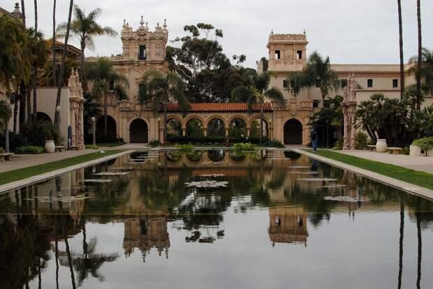 21 место. Бальбоа парк — это крупнейший туристических центр в Сан-Диего. Здесь находится большое количество музеев и исторических зданий XIX и XX веков, построенных в испанском стиле и с красочными садами. Каждый год это место посещают более 12 миллионов человек.