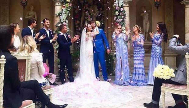 Калашникова одна пришла в загс в свадебном платье