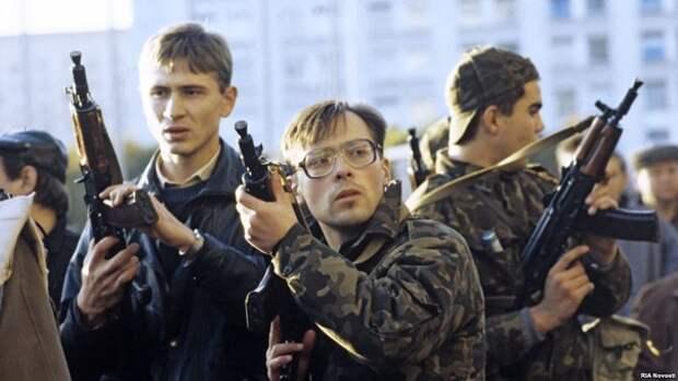 Фотографии членов РНЕ, участвовавших в событиях октября 1993 года.