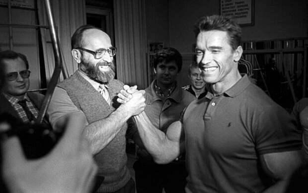Арнольд Шварценеггер и Юрий Власов. / Фото: www.interesnyefakty.org