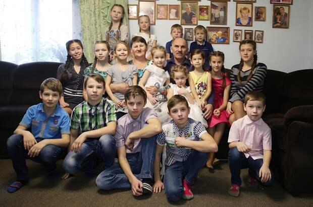 На голосование в Зубцовском районе пришла знаменитая многодетная семья
