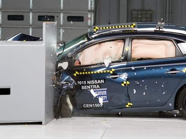 Nissan Sentra со второй попытки преодолел краш-тест с малым перекрытием (ВИДЕО)