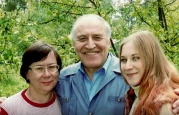 Николай Николаевич Дроздов с женой Татьяной Петровной и дочерью Еленой.