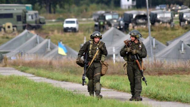 Украинские военные провели учения у границы с Крымом