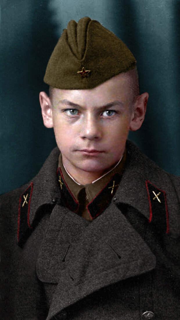 Герои Великой Отечественной войны в цветных фотографиях. (81 фото)
