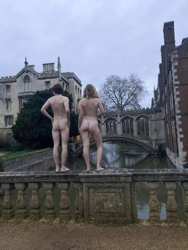 Вид сзади: студенты Кембриджского университета разделись для ежегодного конкурса налучшую попу