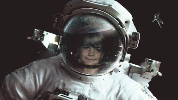 Дизайнер поместил на кинопостеры детские фотографии актёров