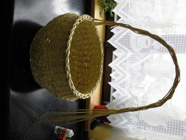 плетение из газет. корзинка из газетных трубочек (2) (336x448, 53Kb)